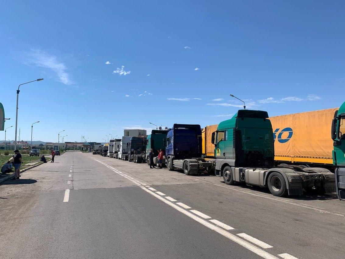 Власти Забайкалья ведут переговоры с Китаем по решению проблемы с очередью из фур на МАПП
